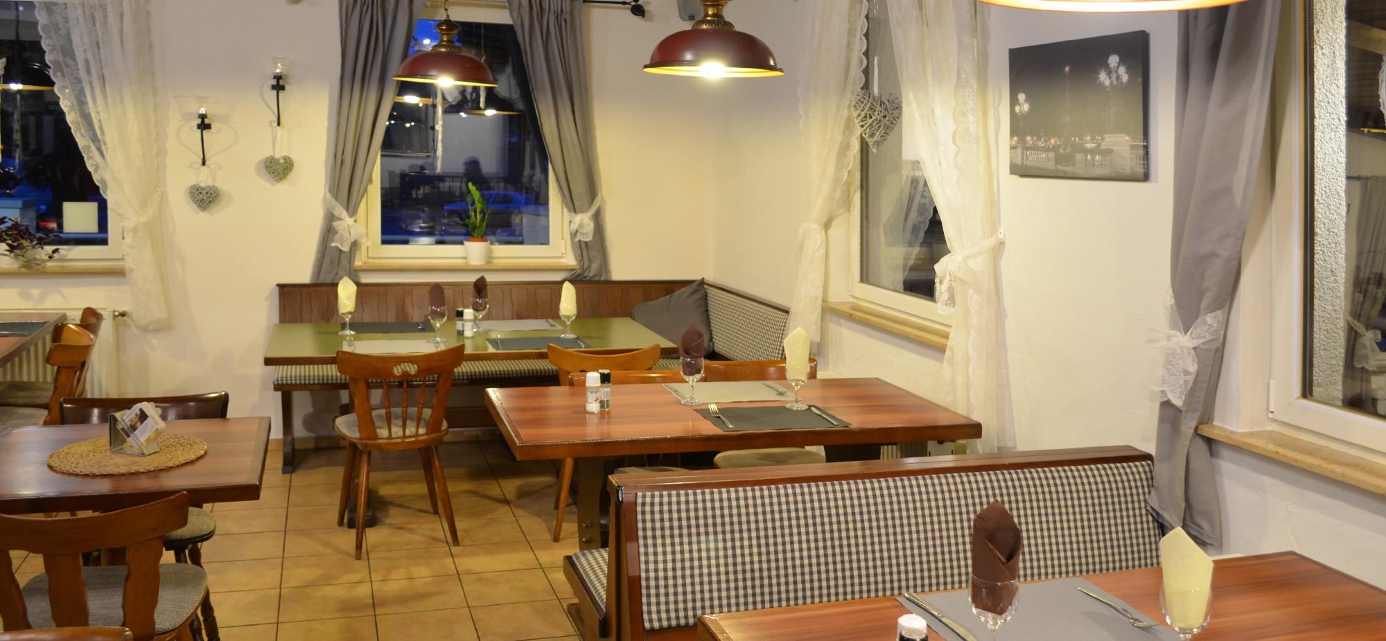 Restaurant-Schmuggelbud-Überherrn-Hauptraum-Bar-Kamin